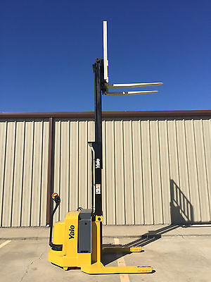 2005 Yale Walkie Stacker - Walk Behind Forklift - Straddle Lift -only 1348 Hours