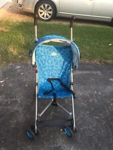 Nice Blue stroller Easy to carry