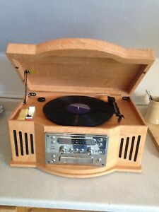 Curtis Record Player with CD, Am/Fm Radio