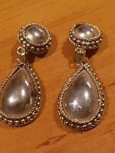 VINTAGE Gold drop earrings with beaded trim 3.75cm long- clip ons Lockleys West Torrens Area Preview