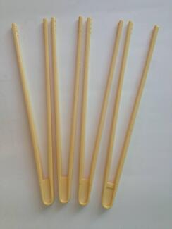 4 X  JOINED TOGETHER PLASTIC BEGINNERS CHOP STICKS EASY TO USE