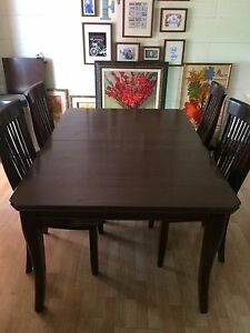 Sturdy Dining Set