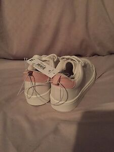 Brand new girls size 11 Joe Fresh shoes