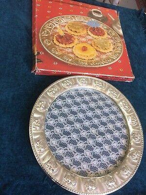 vintage DDR Torten - und Servierplatte 35 cm mit Glasboden, Deckchen, Metallrand