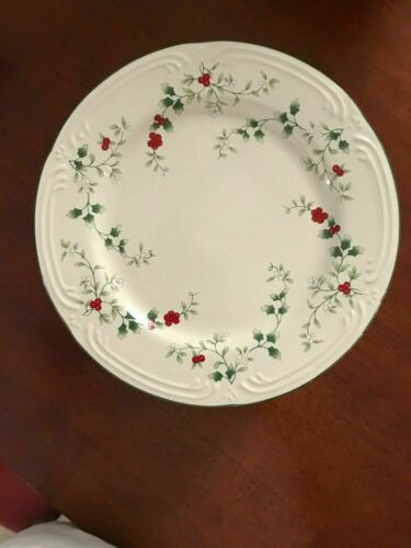 Pfaltzgraff Winterberry Dinner Plates-4 Plates-Beautiful for your Holiday Table!