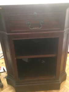 ANTIQUE SOLID WOOD END TABLE!!