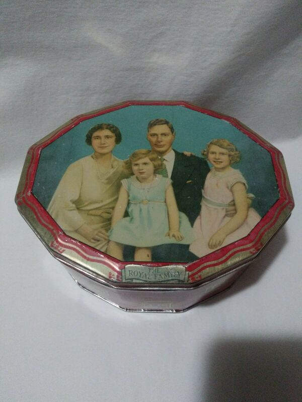 The Royal Family Tobacco Candy Tin King George VI Queen Elizabeth B20