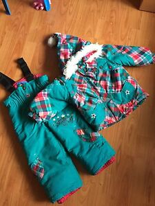 Snow suit gagou tagou toddler girl 2 years old  West Island Greater Montréal image 1
