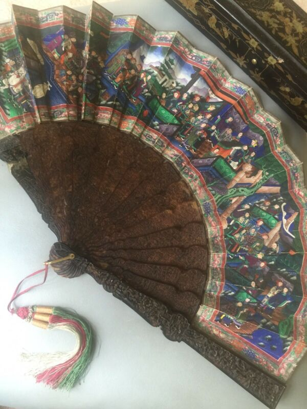 ANTIQUE CHINESE CANTON HAND CARVED  PAINTED 100 FACES LEAF FAN WITH BOX