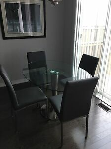 Oval glass table with Four leather chairs Oakville / Halton Region Toronto (GTA) image 1