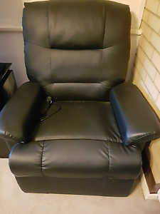 BLACK VIBRATING MASSAGE CHAIR - AS NEW Plympton West Torrens Area Preview