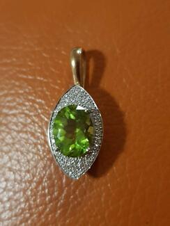 Beautiful peridot and diamond pendant