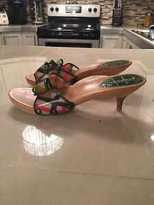 Authentic Burberry Neuve 7 1/2 ou 38 euro