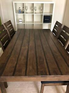 7pc Dining Table in excellent condition