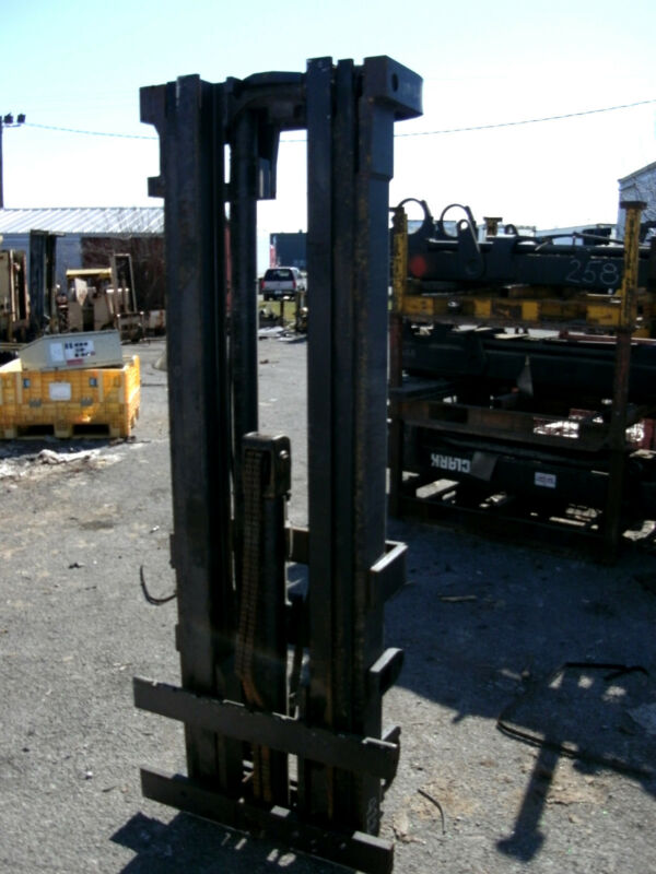 "4775m1028 Clark Forklift Triple Mast Upright 187"" Lift New Complete W/ Carriage"