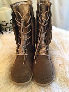 BRAND NEW LEATHER/SUEDE  FRINGE MOCCASIN BOOTS WOOLRICH SZ 8