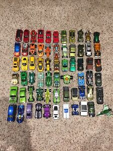 76 hot wheels cars, 1 plane and 1 storage suitcase/car holder