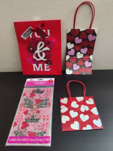 3 BRAND NEW Valentines Day Gift Bags + Pack of 15 Treat Bags