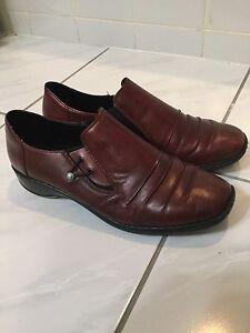 Reiker burgundy walking shoes