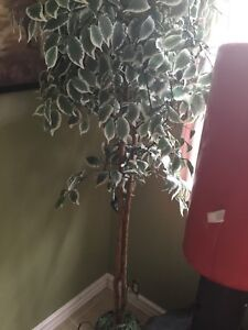 Artificial decorative tree