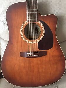 MINT condition Art&Lutherie acoustic guitar