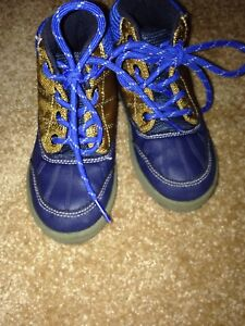 Boys size 10 Osh Kosh shoes
