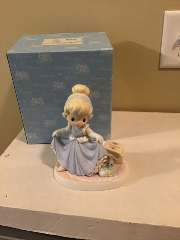 "Precious Moments Disney Showcase Cinderella ""A Dream Is A Wish Your Heart Makes"""