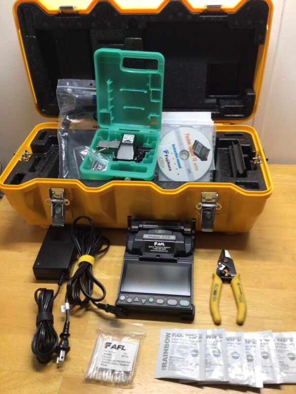 Fujikura 12S FSM-12S Fiber Fusion Splicer Kit; CT-06 Cleaver; 150 Total Arcs