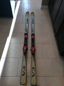 Volkl downhill skiis with bindings 177cm