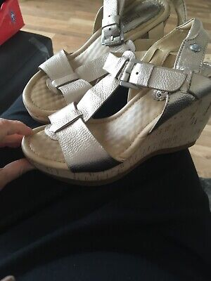 hush puppies wedges Size 4