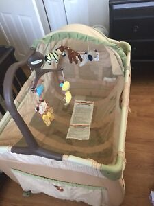 baby park bed a lot of bonus good condition