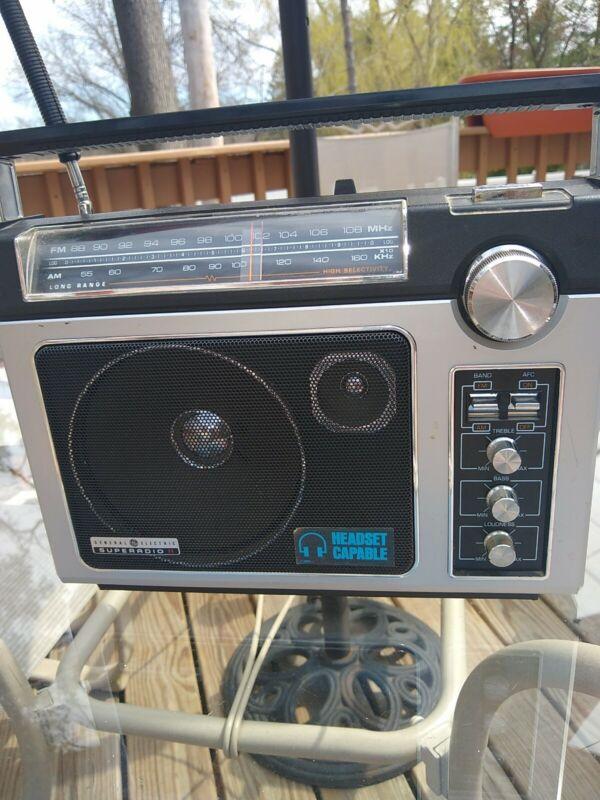 CLEAN Tested GE Superadio II Long Range AM/FM Super Radio  Sounds Great!