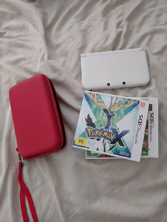 White nintendo 3ds XL + 4 games and carry case