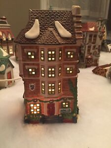 Dickens Village Department 56 Nephew Fred's Flat - Newmarket