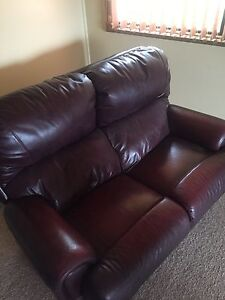 2 seater leather lounge Morphett Vale Morphett Vale Area Preview