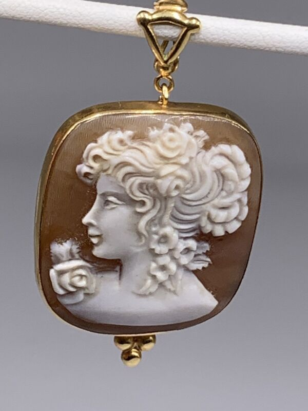 """Antique Italy 18k yellow gold carved shell cameo pendant 1.8"""""""