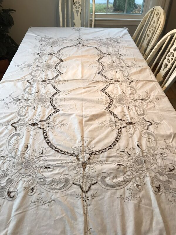 VINTAGE ELABORATE HAND EMBROIDERY CUTWORK NEEDLELACE INSERT Cotton TABLECLOTH