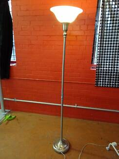 Stand alone floor lamp
