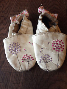 Robeez baby shoes size 6-12 months