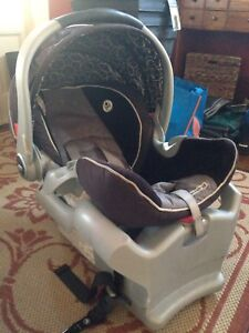 Snugride 35 car seat and 2 bases.