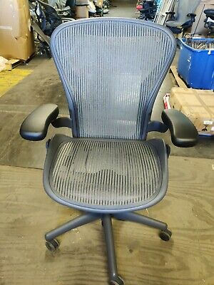 Herman Miller Aeron Mesh Office Desk Chair Medium Size B Basic Lead Color Blemis