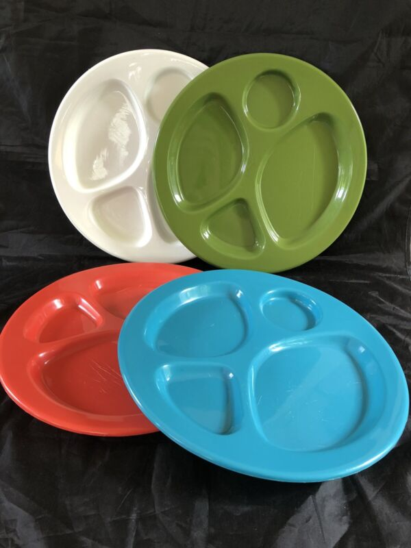Set Of 4 Vintage Plastic Divided Picnic Plates 1970's Era Colors