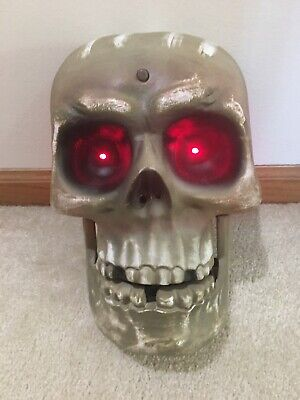 Gemmy Halloween Animated Skull Singing Teeth Move and Eyes Light UP Red