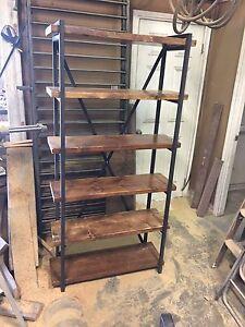 Étagère en acier et bois style industriel