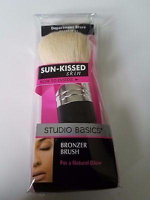 Studio Basics: (1) Sun Kissed Bronzer Makeup Brush  (Basic Makeup)