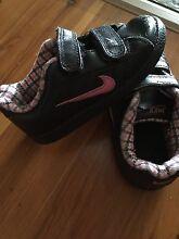 Nike toddler shoes. Size 7c