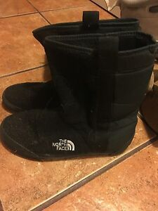 """ the north face"" black boots!"