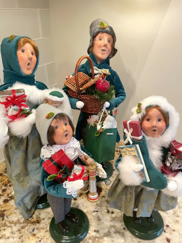 Byers Choice Traditional Shopper Family in Teal Velvet 2009