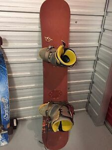 CUSTUM SNOWBOARD WITH BOOTS size 11