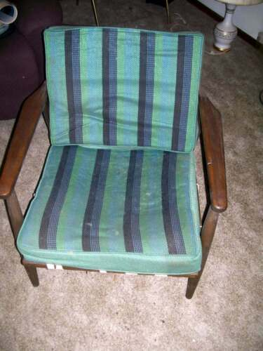 MID CENTURY LOUNGE CHAIR STRING BOTTOM WITH CUSHION